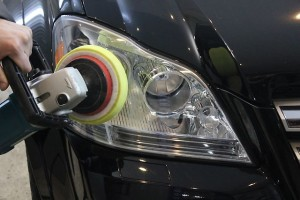 Профессиональная полировка фар автомобиля