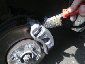 Удаление ржавчины с тормозного суппорта