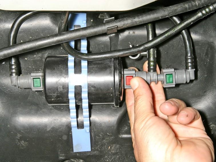 Замена топливного фильтра Рено Логан 1.4 и 1.6 своими руками