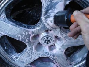 очистка дисков от пыли, грязи, битума.