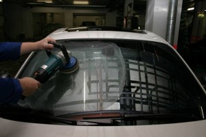 Полировка лобового стекла автомобиля своими руками