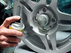 нанесение защитного лака на алюминиевый диск