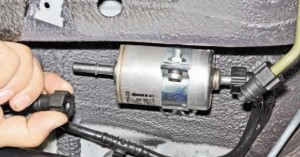 Замена топливного фильтра на Нива Шевроле
